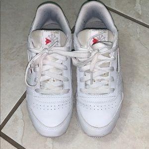 Kids size 2 1/2 white Reebok tennis shoes